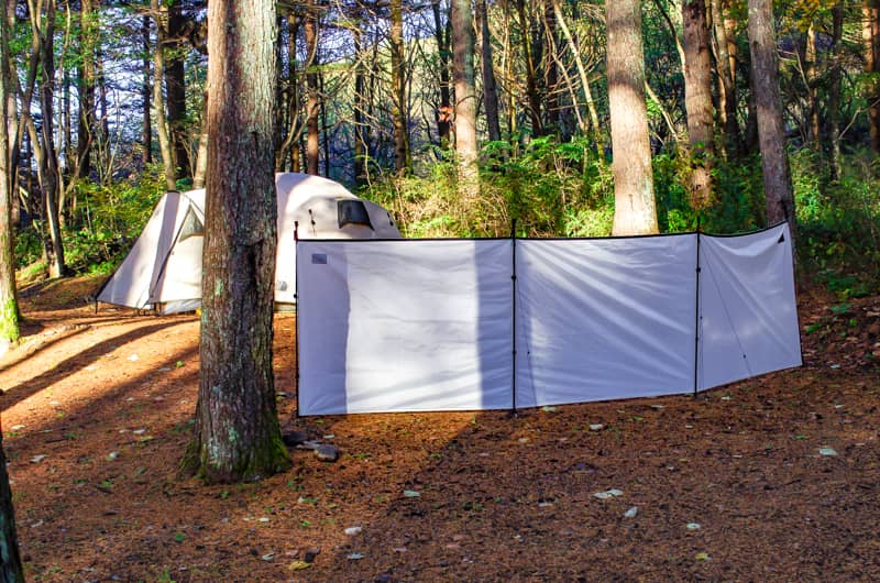 自然との共存がコンセプトの隠れ家のようなキャンプ場