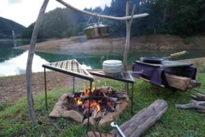 Instagramで人気沸騰!山賊マウンテンの焚火テーブル「デルタス」徹底レビュー