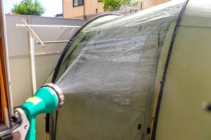 自宅でテントを丸洗いメンテナンス!防水スプレーで撥水加工を復活させてみた