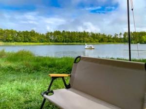 【飯綱高原キャンプ場】池沿いの絶景を臨む激安フリーサイトが地元キャンパーに大人気