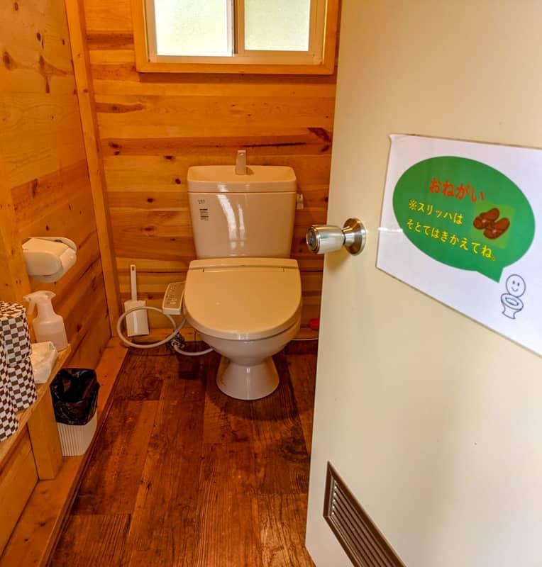 かもしかオートキャンプ場トイレ内部