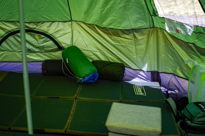 ワンポールテントにホットカーペットを挟む