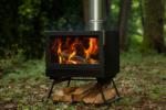 キャンプ場でオーロラの炎を演出!煙の少ないエコなアウトドア薪ストーブ「BLISS(ブリス)」