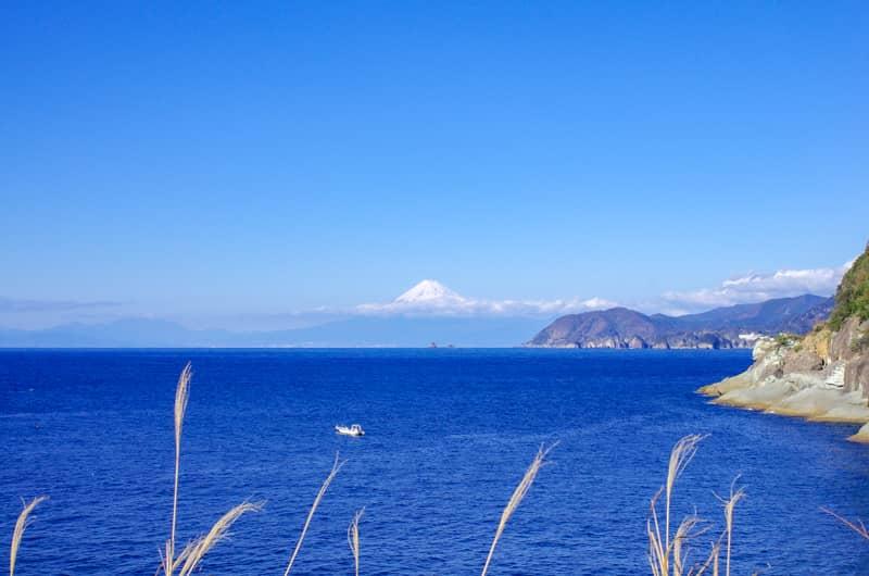 駿河湾超しの富士山を