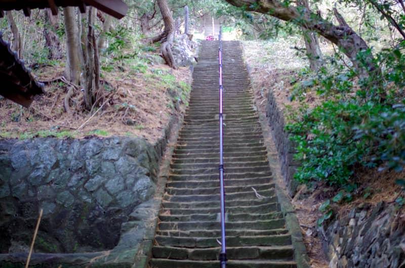 320段の石段