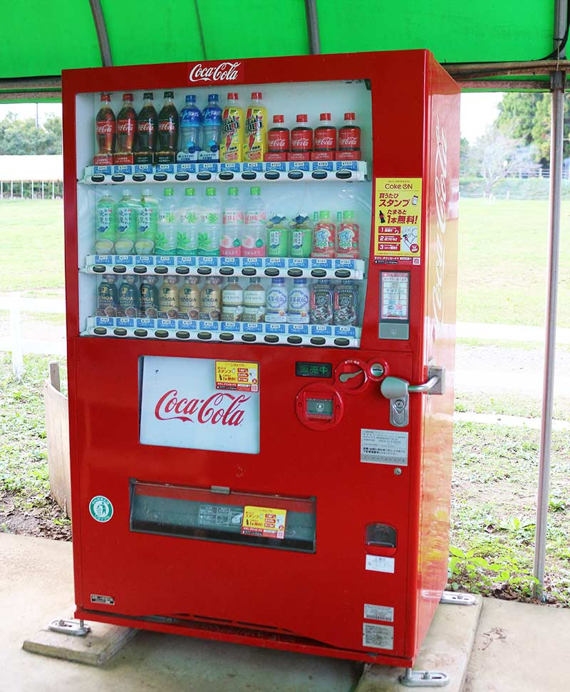 キャンプ場内にある自動販売機