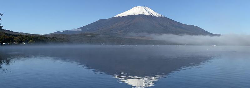 山中湖超しの富士山
