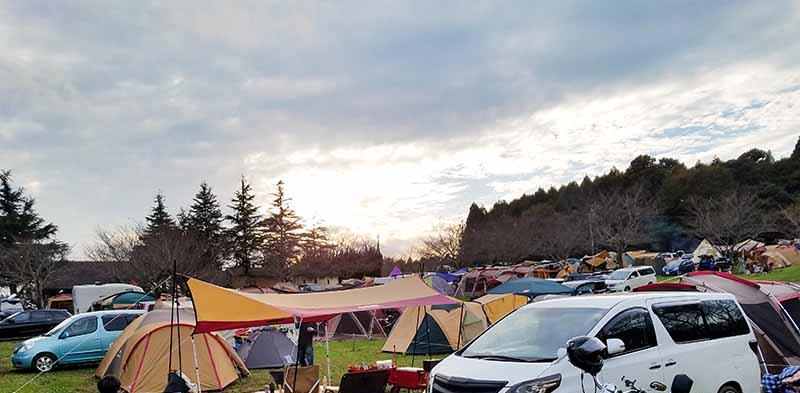 連休中に混雑するキャンプ場