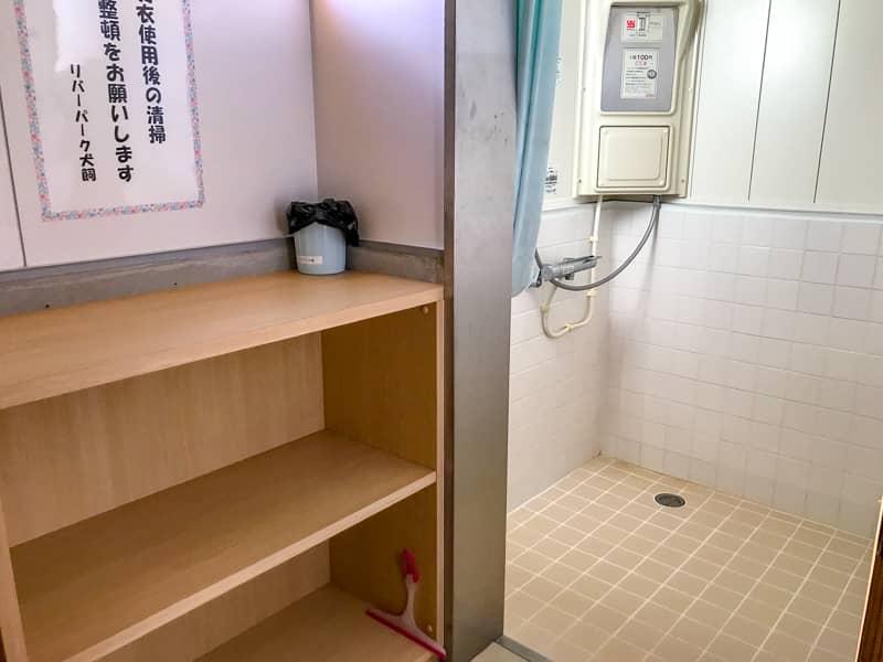 シャワー室の内部