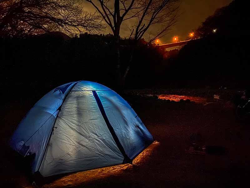 ダブルストラクチャーテントと夜の景色
