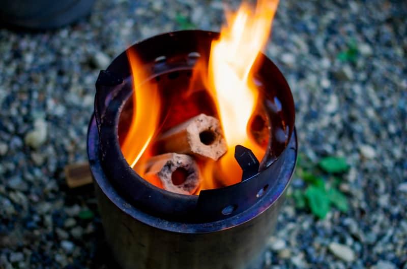 炭をガスコンロでおこす