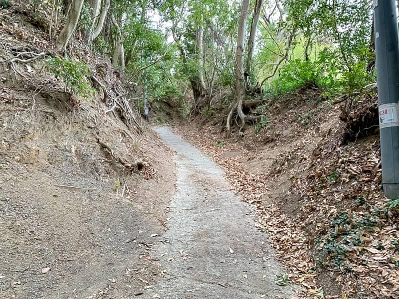 1合目_コンクリートの急な坂道