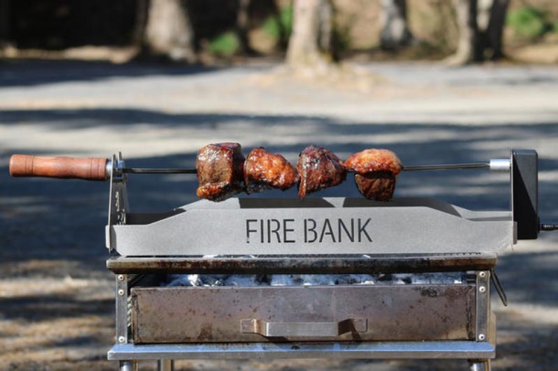 憧れのこんがり肉をオート調理できる「肉グル」がキャンプ飯の常識を変える!?