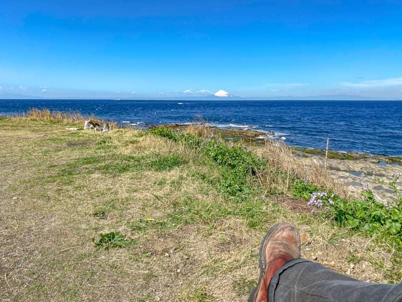 お台場海浜庭園キャンプ場でチェアに座って景色を楽しむ