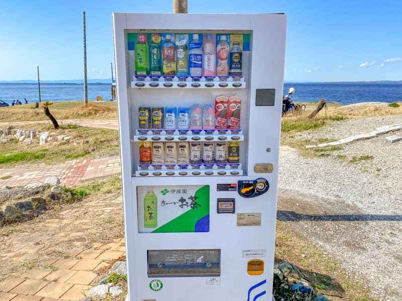 お台場海浜庭園キャンプ場に一台だけ設置された自販機