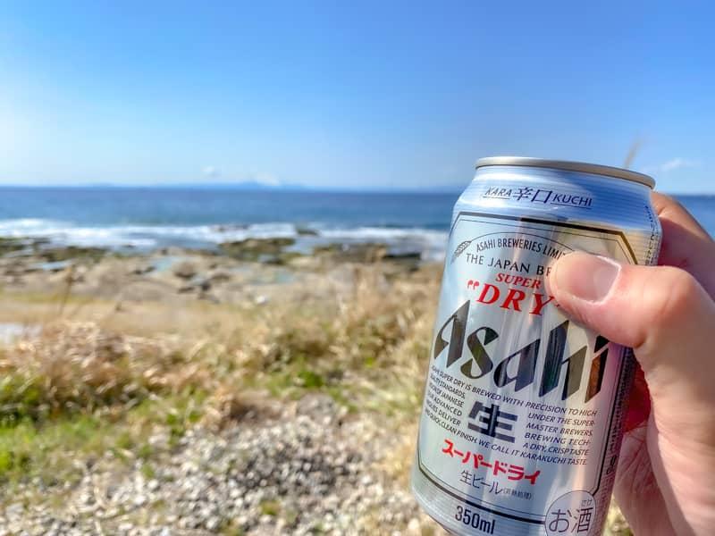 お台場海浜庭園キャンプ場の景色と強風にアサヒスーパードライで乾杯