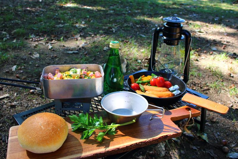 キャンプで料理を作る