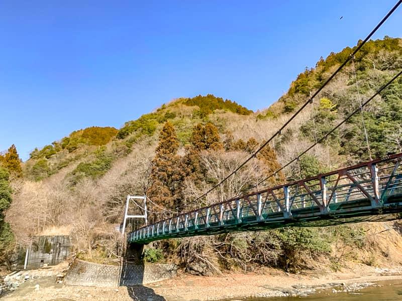 キャンプ場傍のつり橋