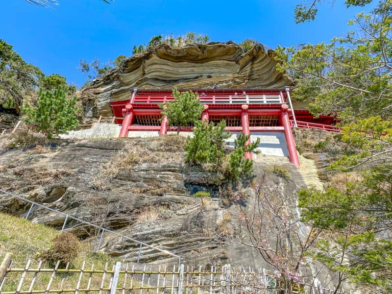 下から見上げた大福寺のお堂