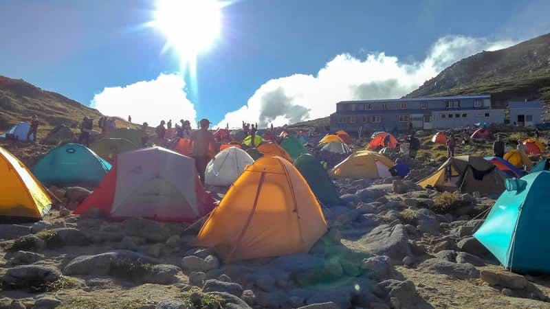 太陽とテント場