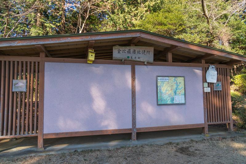 山のトイレ