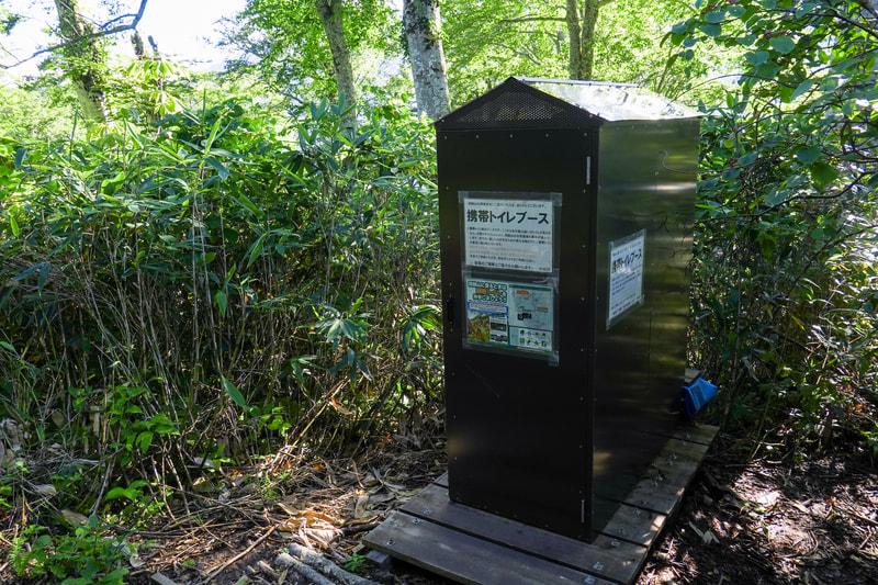 山の携帯トイレブース
