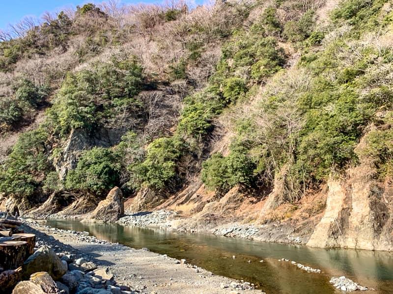 川沿いの断崖絶壁は本当に絶景