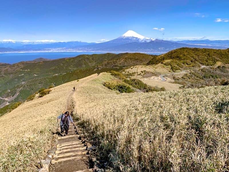 解放感満点の尾根道と富士山ビュー