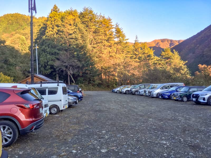 鴨沢の駐車場