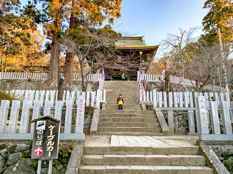 1.駐車場から筑波山神社を目指します