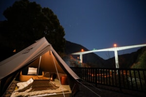リバービューグランピング「渓流ヴィラITSUKI」で他に無い贅沢な時間を体験しよう