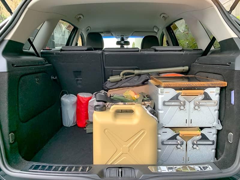 「設営時に出すギア」「調理器具」「キャンプ中に取り出すギア」を積み込む