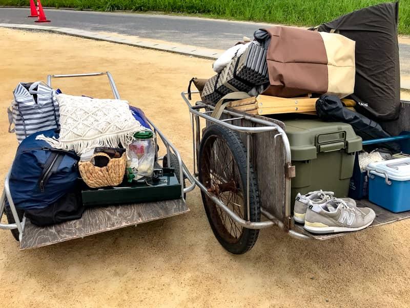 リヤカーに乗せた荷物