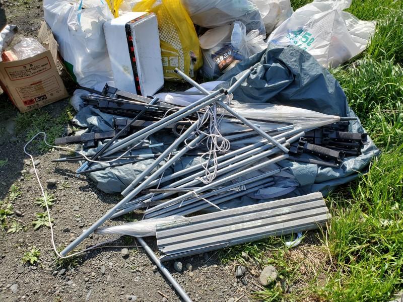 中津川河川敷に不法投棄されていたテント