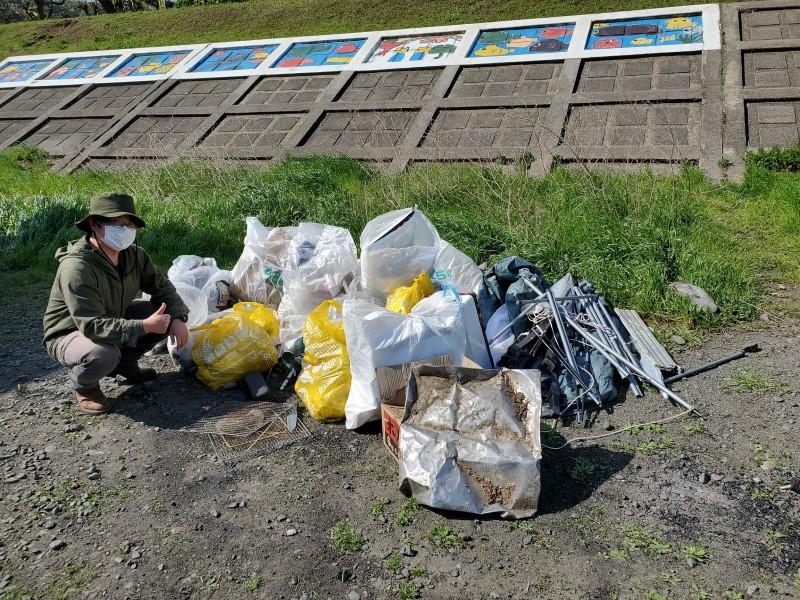 中津川河川敷の清掃活動で集まった大量のゴミ