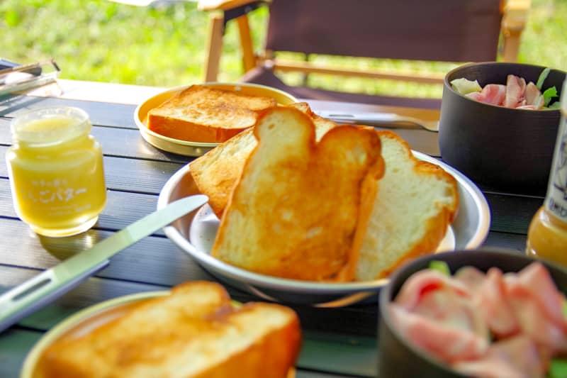朝食はライトに