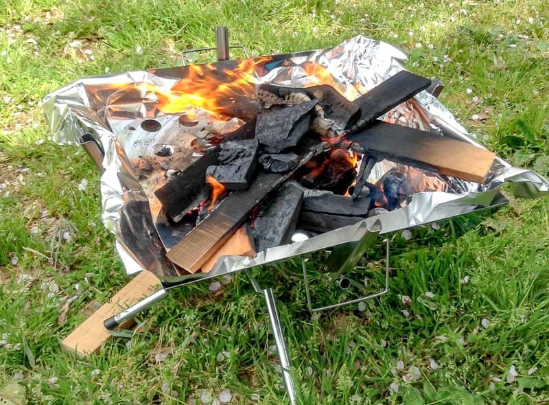 焚き火は夕方の楽しみに