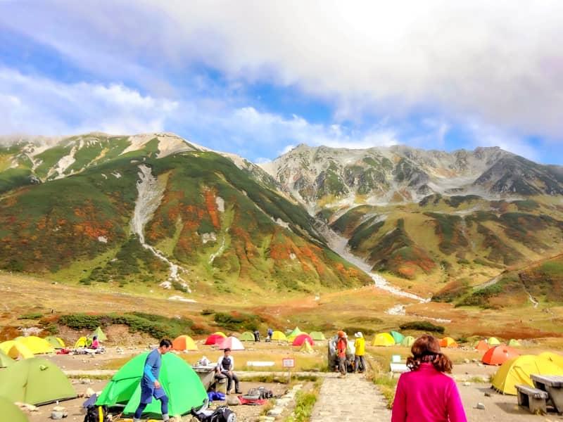 立山とテント場とピンクの人