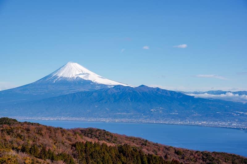 駿河湾越しの富士山は