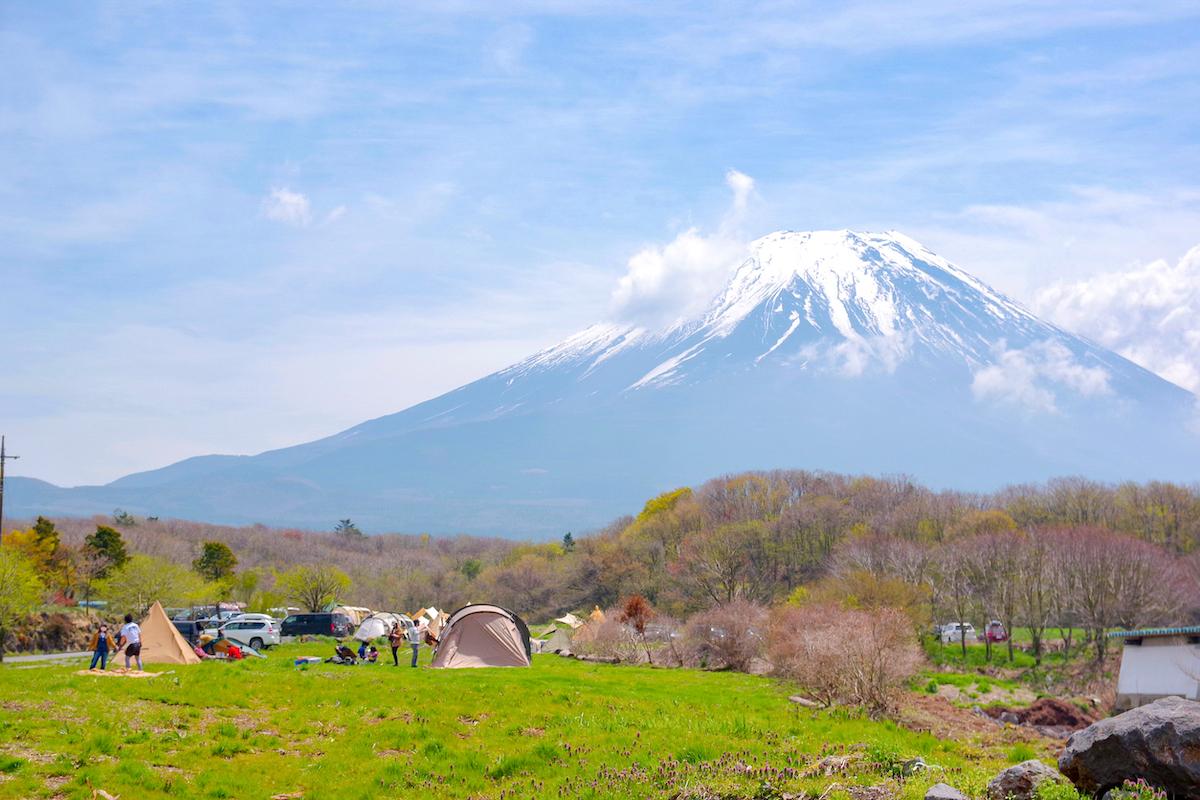 オープンしたての「STAR MEADOWS富士ケ嶺高原キャンプ場」富士山が目の前のフリーサイト