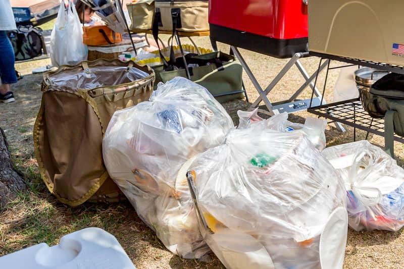 ゴミの放置は野生動物に漁られる