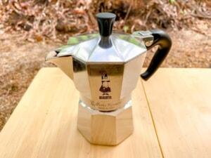 キャンプの朝に飲みたい!ビアレッティモカエキスプレスを使ってカフェラテを作ってみた