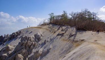 天空のビーチ「日向山」初心者でも登りやすい南アルプスの白い絶景【山梨百名山】