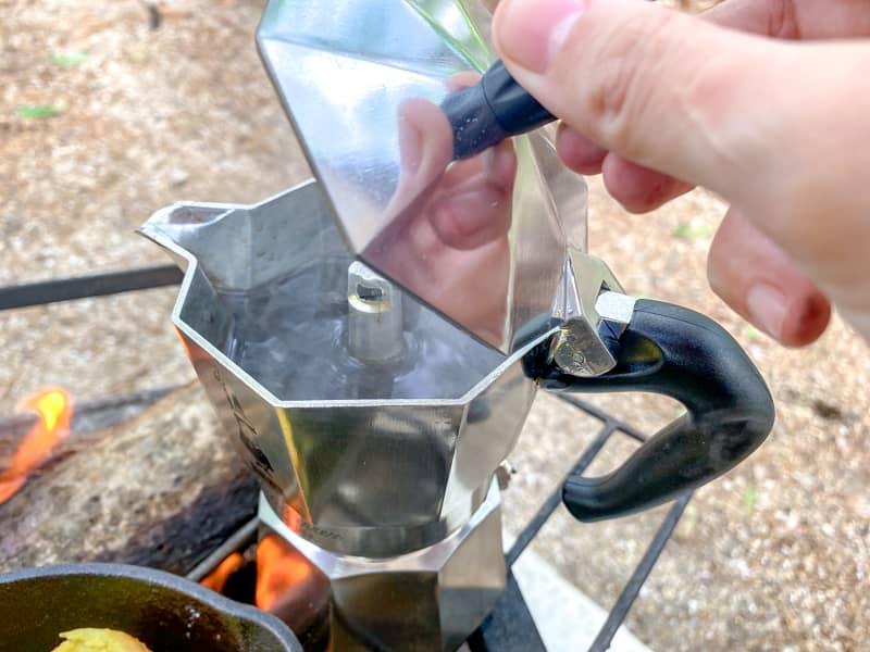 沸騰するとエスプレッソが抽出される