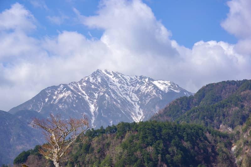 甲斐駒ヶ岳を間近で眺めることが出来る