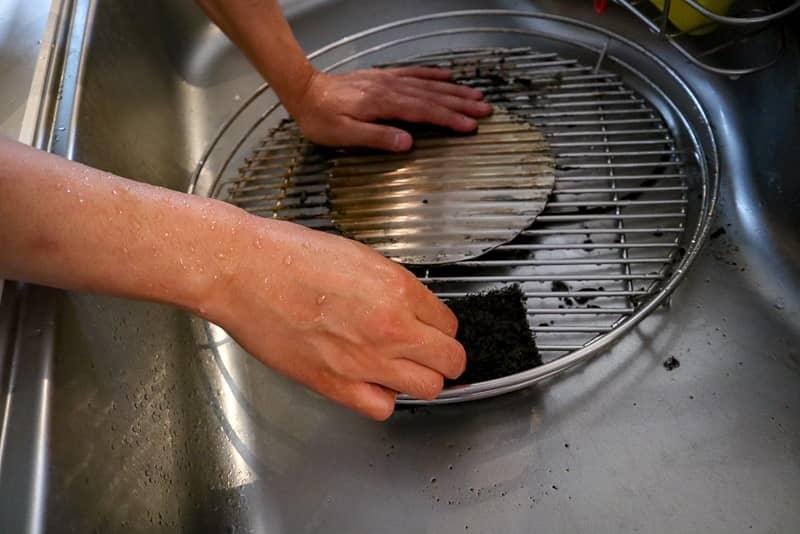 網の汚れは食器洗いで簡単に落ちる