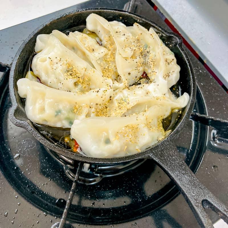 餃子のアヒージョの作り方