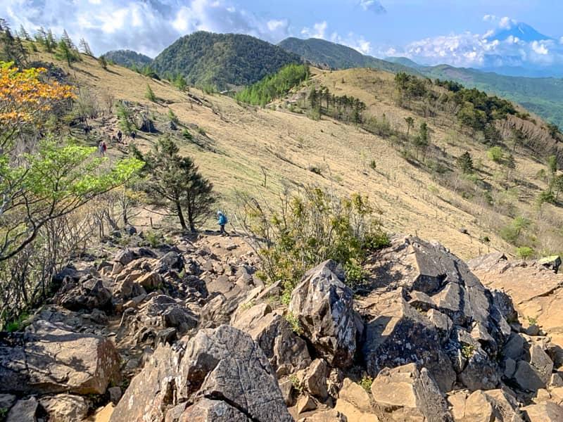 この場所から大菩薩峠の方向を見ると