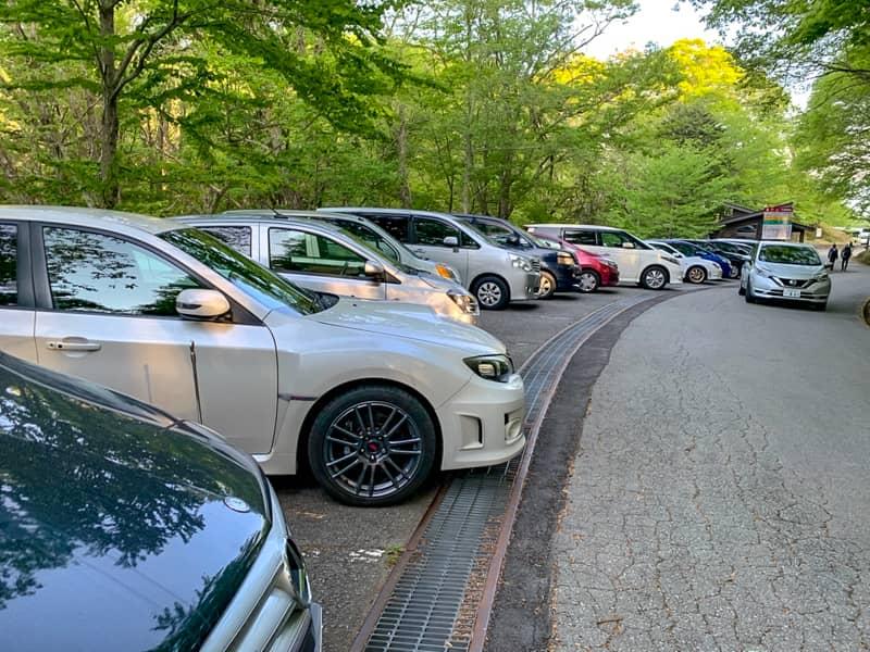 人気の山なので駐車場が激混み