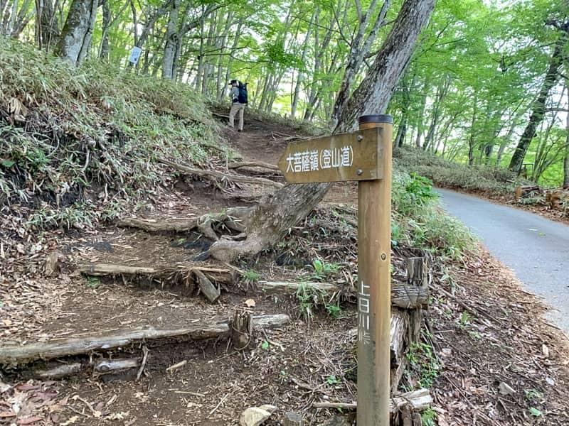 登山道はとても判りやすい場所にあります